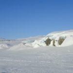 Le niveau d'eau a du baisser sous la glace