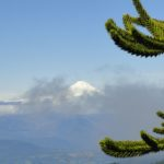 Le Villarica sort des nuages